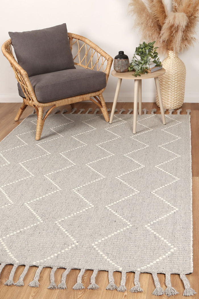Leilani Diamond Tassel Grey Rug