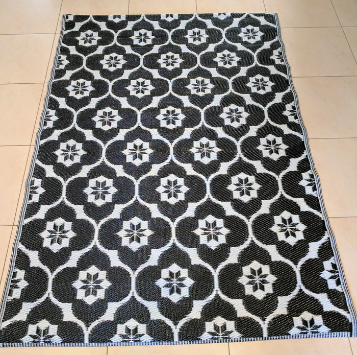 Recycled Plastic Outdoor Rug Black and White
