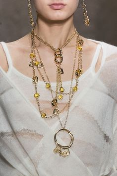 Chic Necklace - a Must have Accessory: What to choose