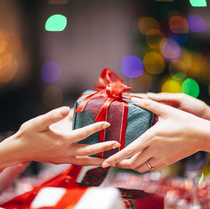 Top Christmas Gift Ideas for your Loved Woman: wife, girlfriend, mom, daughter or sister + 60 surprising facts about Christmas