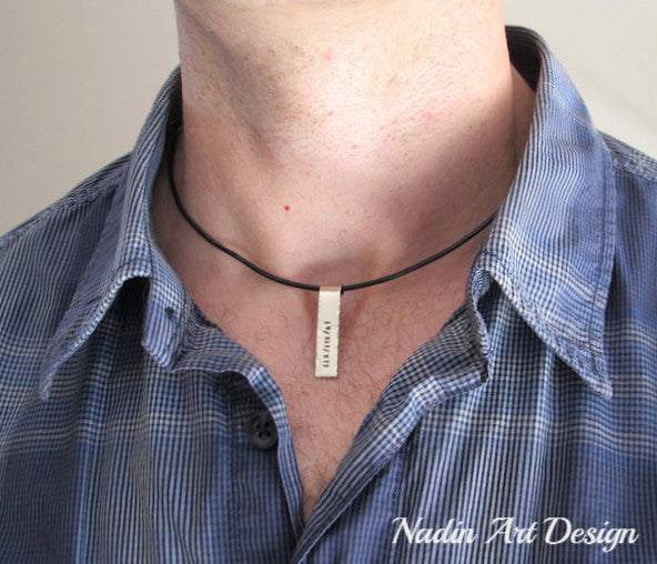 Vertical pendant necklace