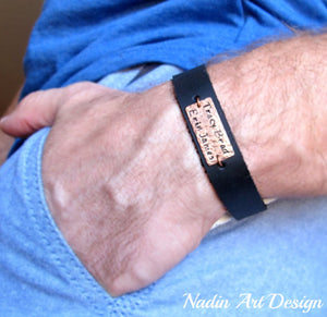 Plate engraved leather bracelet