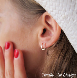 Horseshoe small stud earrings
