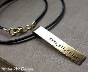 Date pendant cord necklace