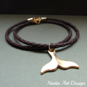 Big whale tail pendant necklace