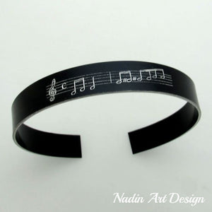 Notes engraved black bracelet