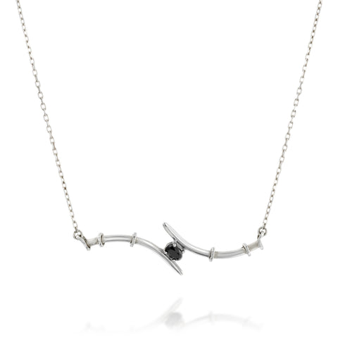 Gentle centered setting necklace