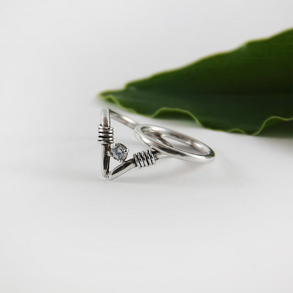 Classic V edgy ring