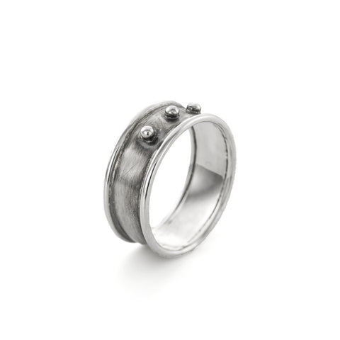 Classic three dots ring