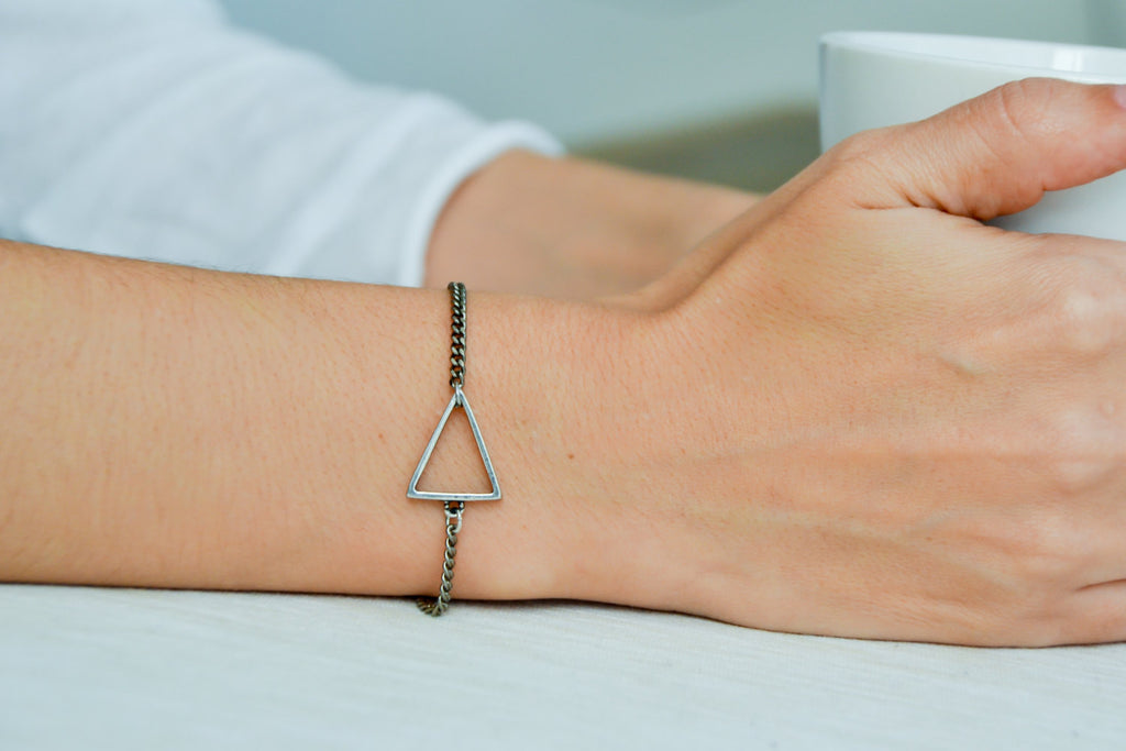 Triangle bracelet, women bracelet with silver Triangle charm, chain bracelet, minimalist geometric jewelry, birthday gift, chain bracelet