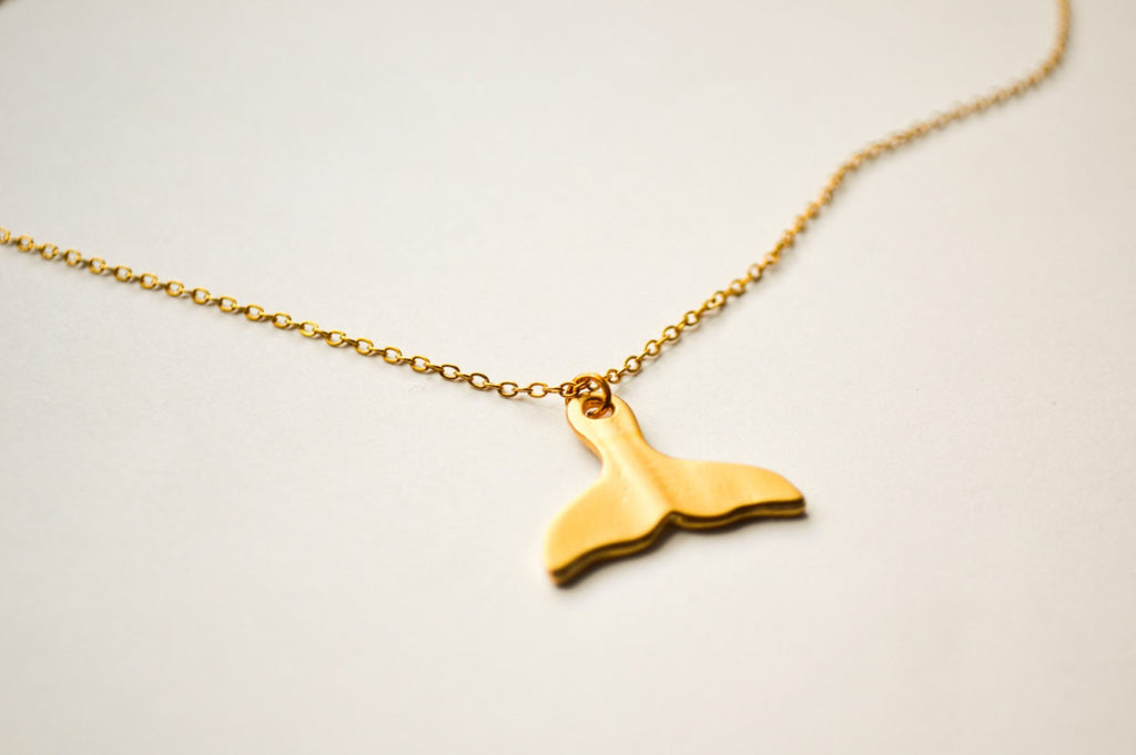 Whale tail gold necklace, girlfriend gift, delicate dainty gold necklace with gold whale fin pendant. Everyday jewelry, gold chain, nautical