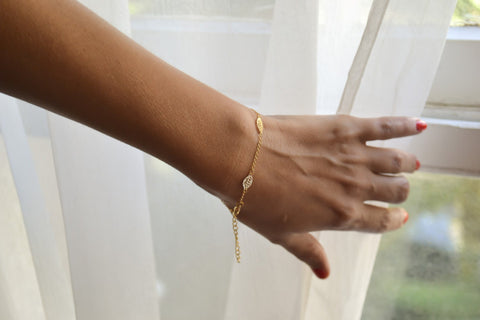 Dainty gold leaves chain bracelet - shani-adi-jewerly