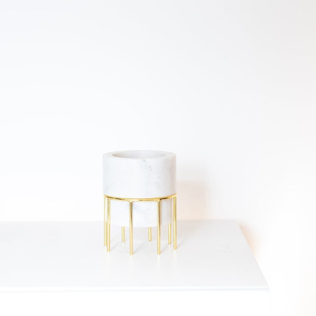 White and gold decorative vase by Lunar Oceans