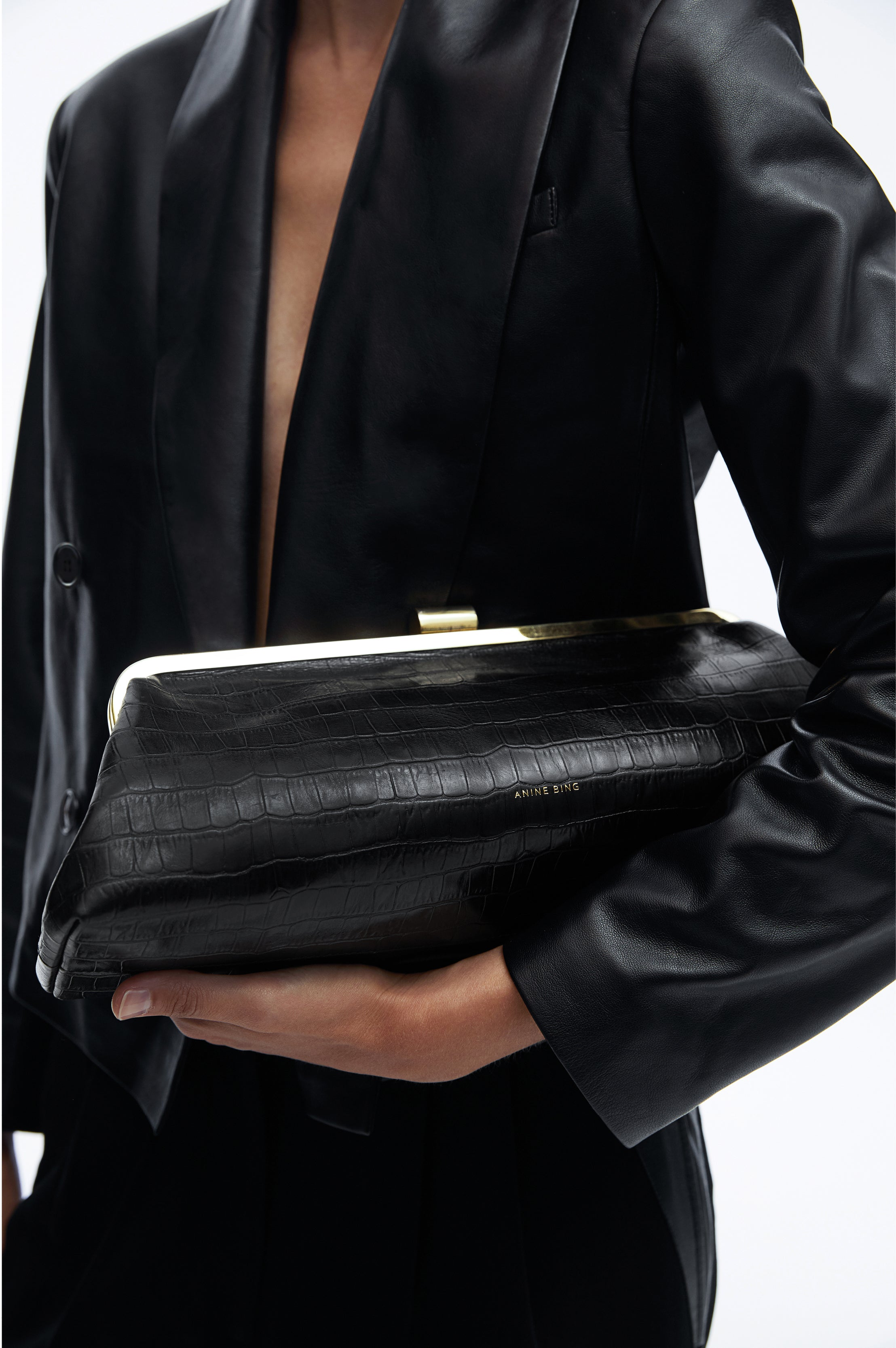 <p>KIARA CLUTCH IN BLACK - COMING SOON</p>