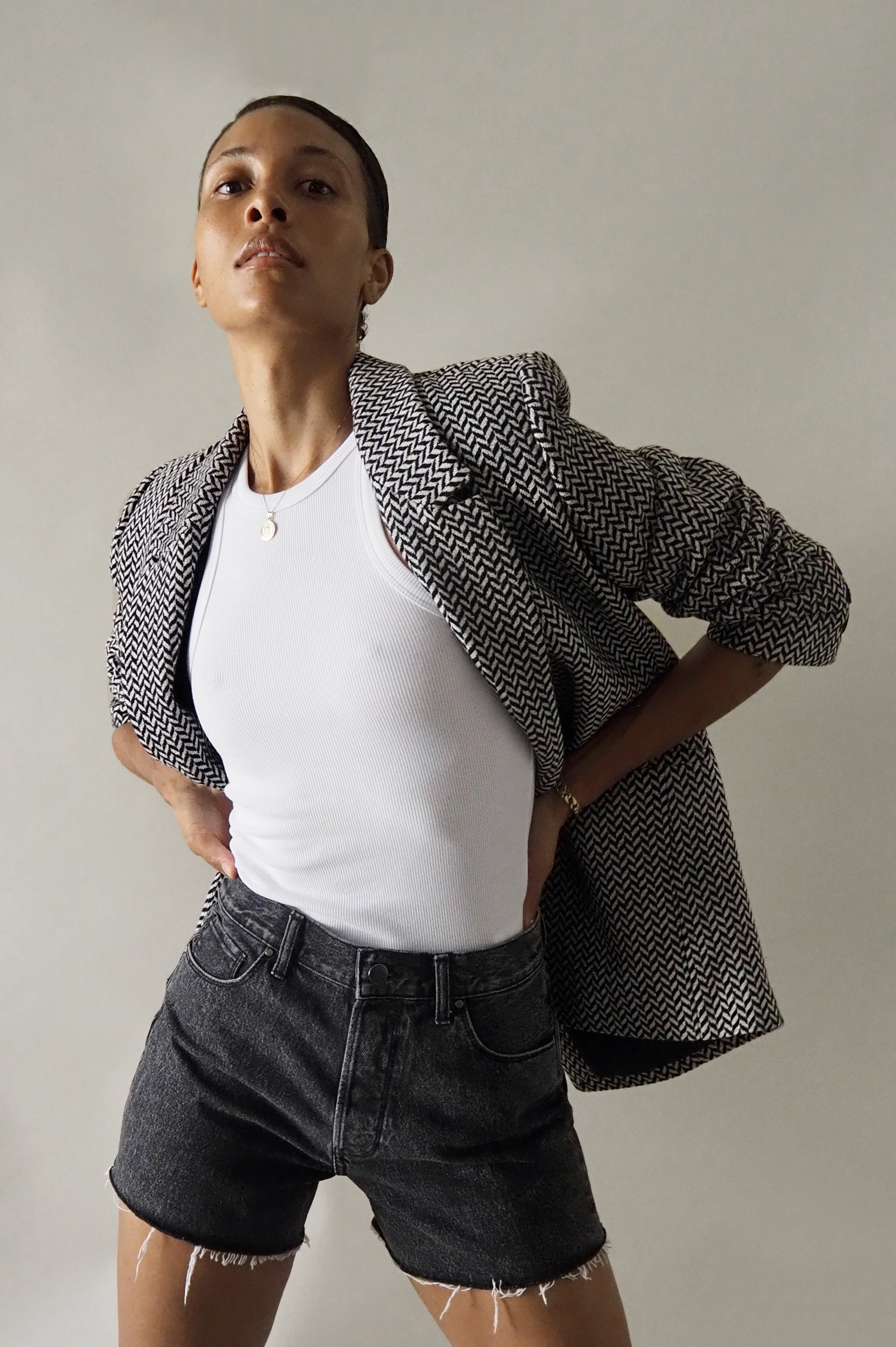 "<p><a href=""https://aninebing.myshopify.com/products/fishbone-blazer-black-and-off-white"" title=""Fishbone Blazer - Black And Off White"">FISHBONE BLAZER</a> 
