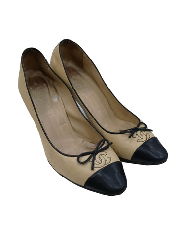 BEIGE BLACK LEATHER CC CAP TOE PUMPS