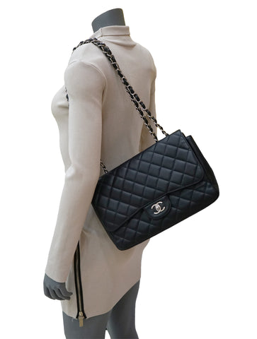 CAVIAR LEATHER JUMBO CLASSIC SINGLE FLAP BAG