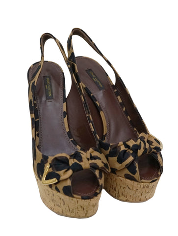 LEOPARD PRINT FABRIC WEDGE SANDALS