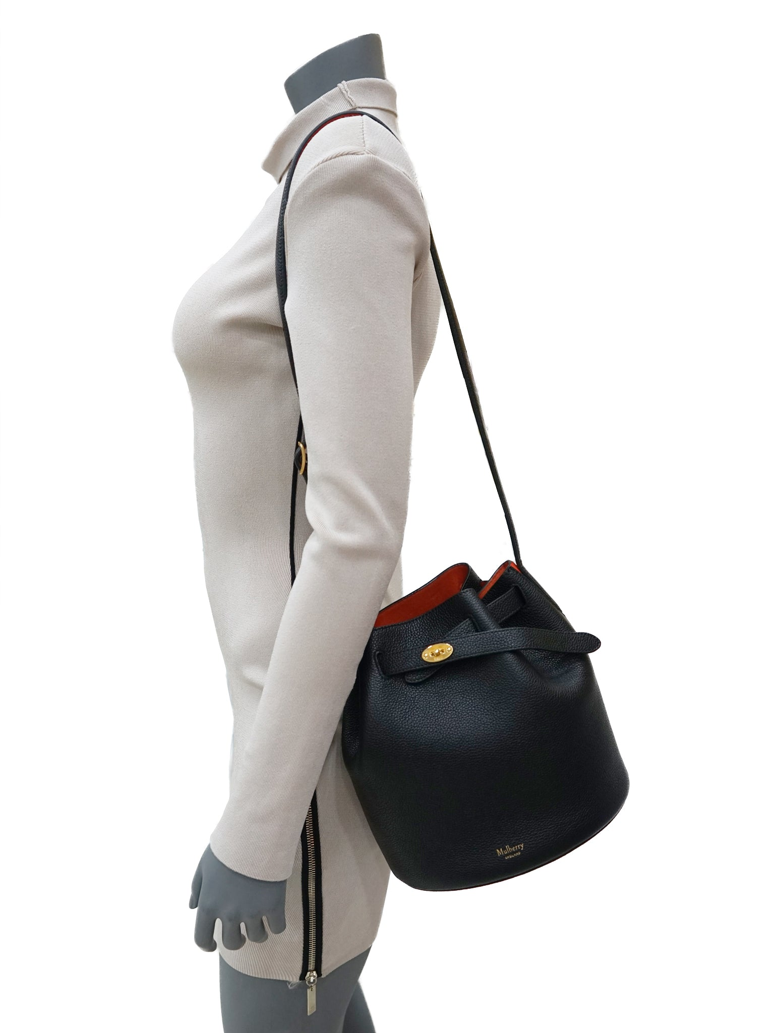 CLASSIC GRAIN LEATHER BUCKET BAG