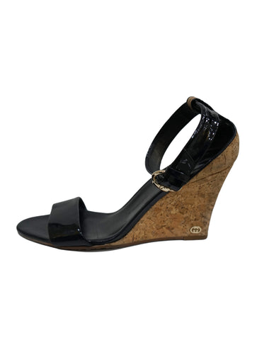 BLACK PATENT LEATHER CORK WEDGE SANDALS
