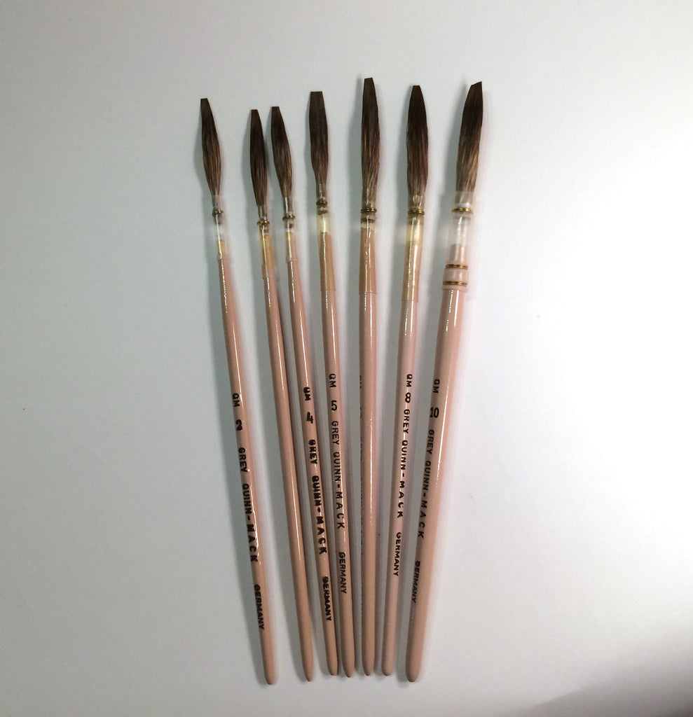 Quinn-Mack Extended Grey Lettering Quills