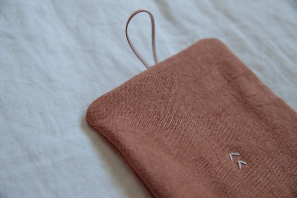 Close up of the Soune Pot Holder in color Sienna