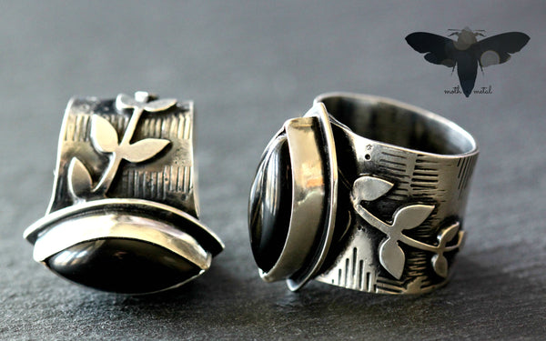 Marquise Black Onyx. Expansion ring.