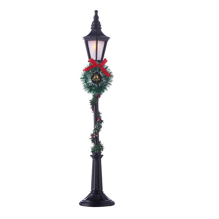 Lighted Lamppost with Greenery
