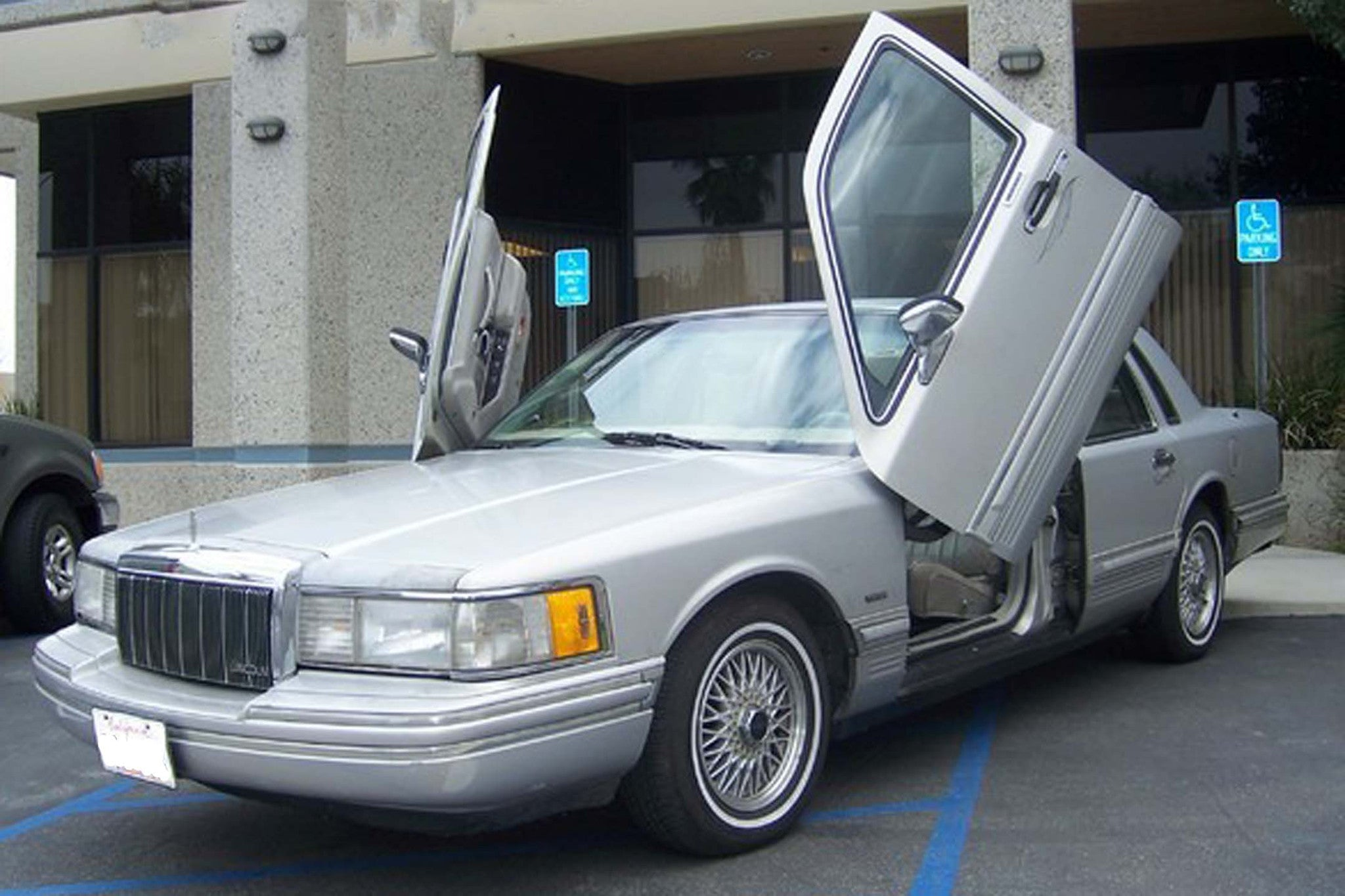Lincoln Town Car 1990-1997 4DR Vertical Lambo Doors