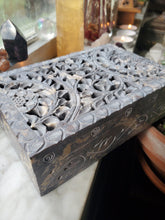 Load image into Gallery viewer, Handcarved Soapstone Decorative Box