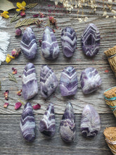 Load image into Gallery viewer, Chevron Amethyst Pocket Stone