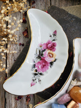 Load image into Gallery viewer, Floral Crescent Moon Dish