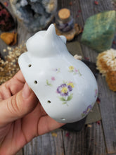 Load image into Gallery viewer, Floral Cat Herb & Spice Diffuser