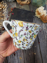 Load image into Gallery viewer, Dainty Floral Tea Cup
