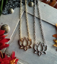 Load image into Gallery viewer, Lotus Necklace