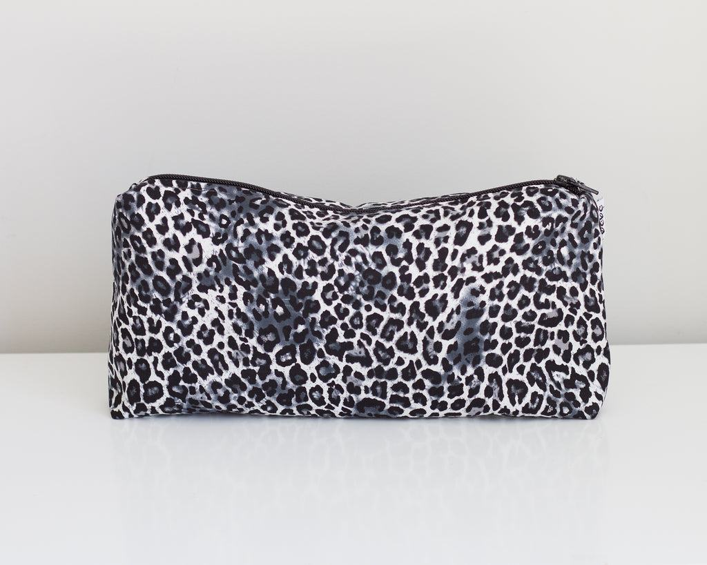 Carry All Purse - Monochrome Leopard