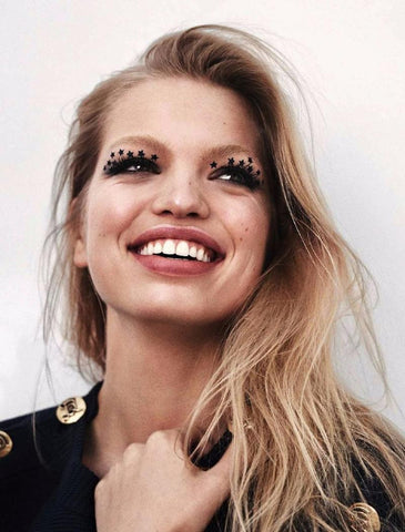 Daphne Groeneveld with the mily make up eye star stickers