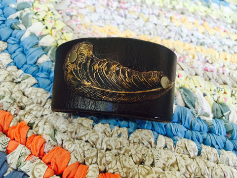 LARGE FEATHER CUFF