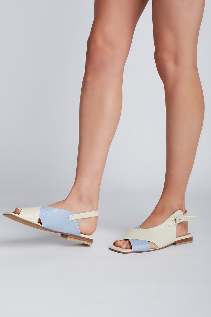Root sandals in blue/ivory leather