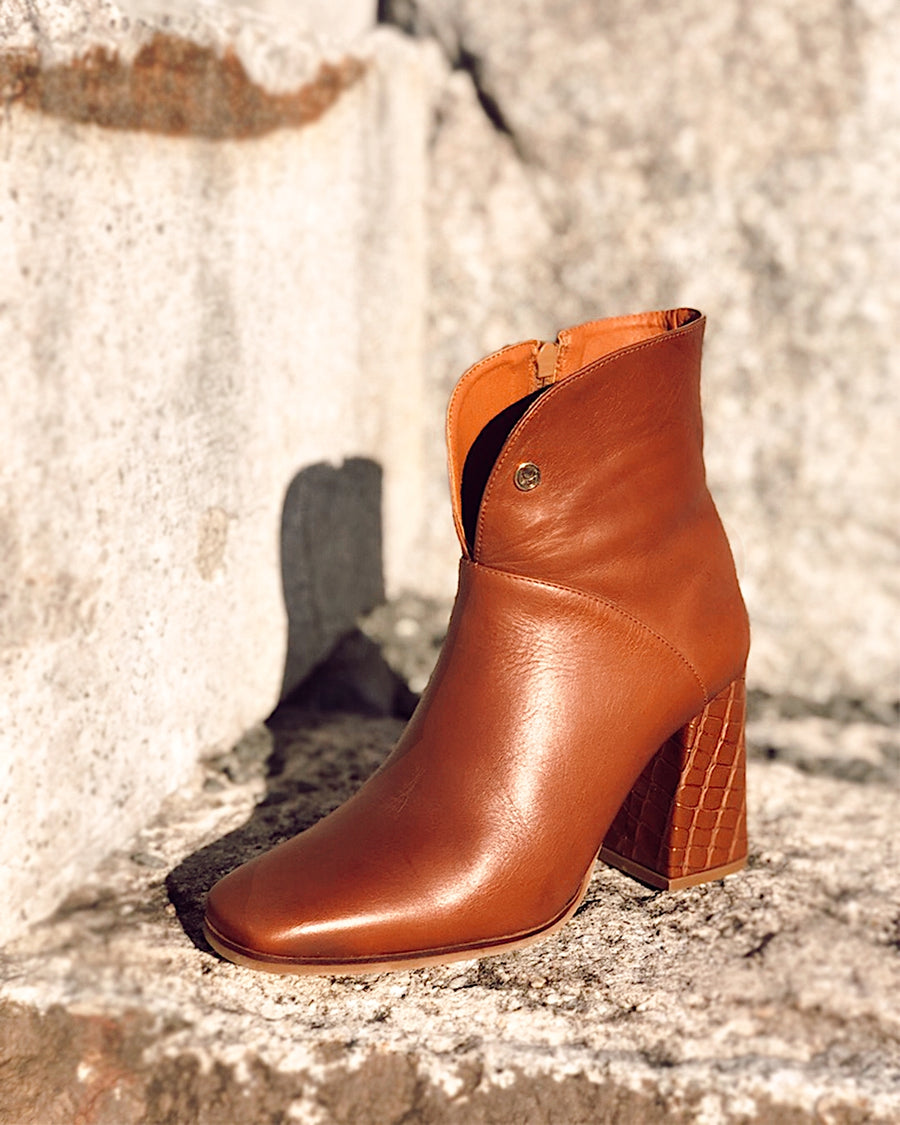 Verona ankle boots in tan leather