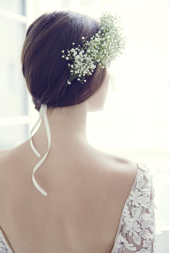 Gypsophile fresh flower crown handmade in France available on eshop.