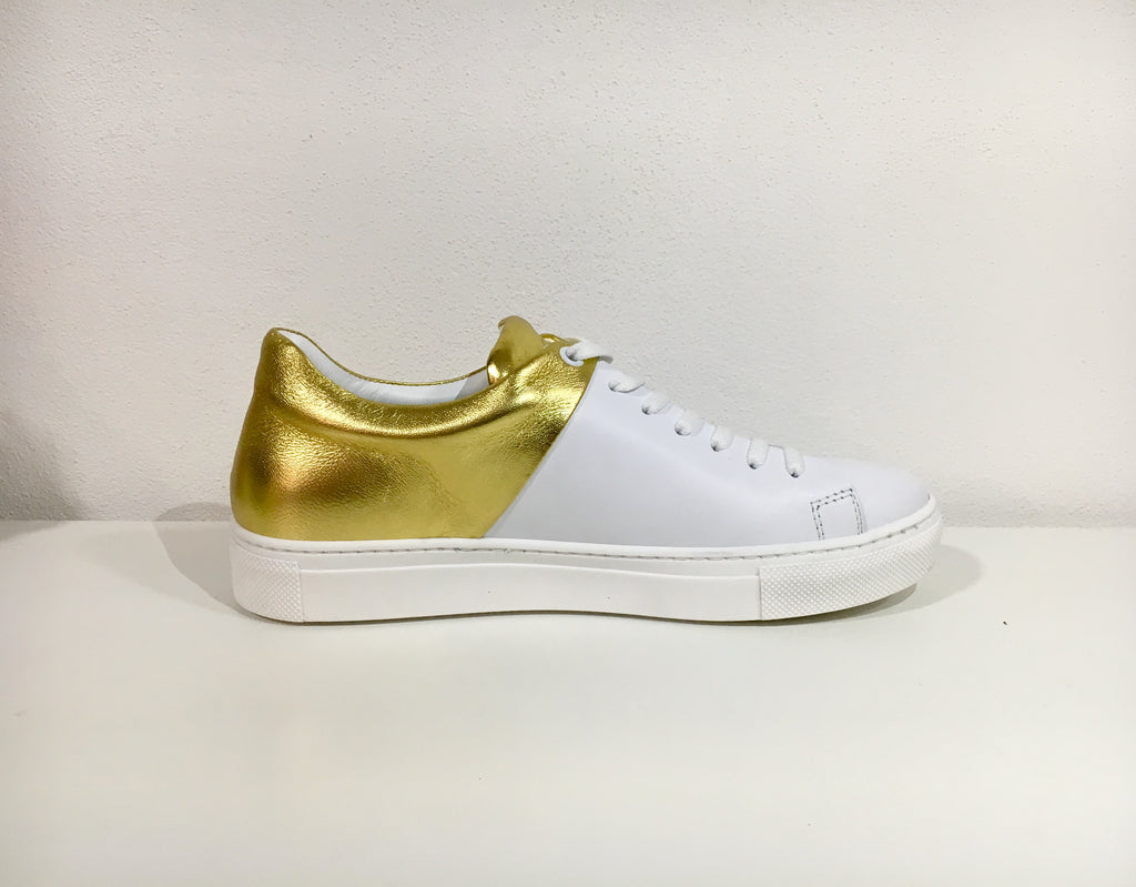 sneaker withe and gold