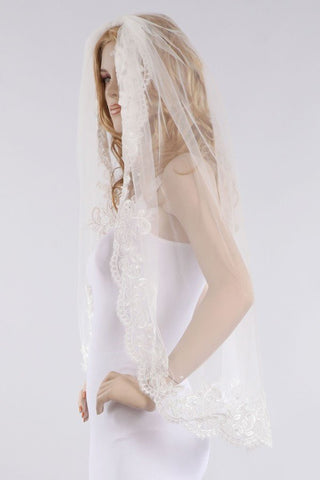 lace embroidered edged finger tip 2 tier wedding veil FRW17109V