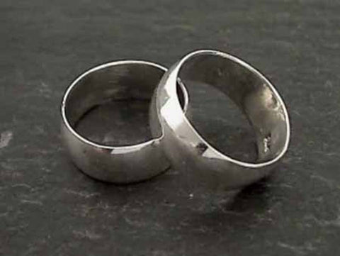 Size 5.75 Sterling Silver 7mm Hollow Band Ring