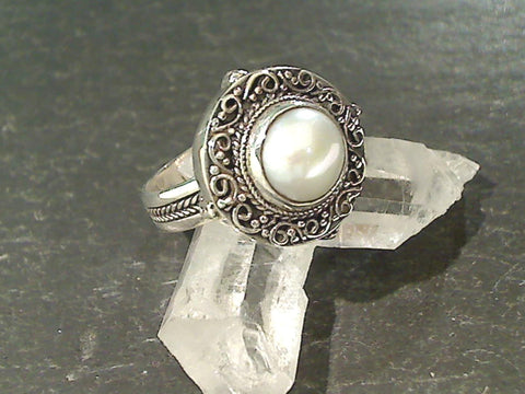 Size 9 Pearl, Sterling Silver Ring