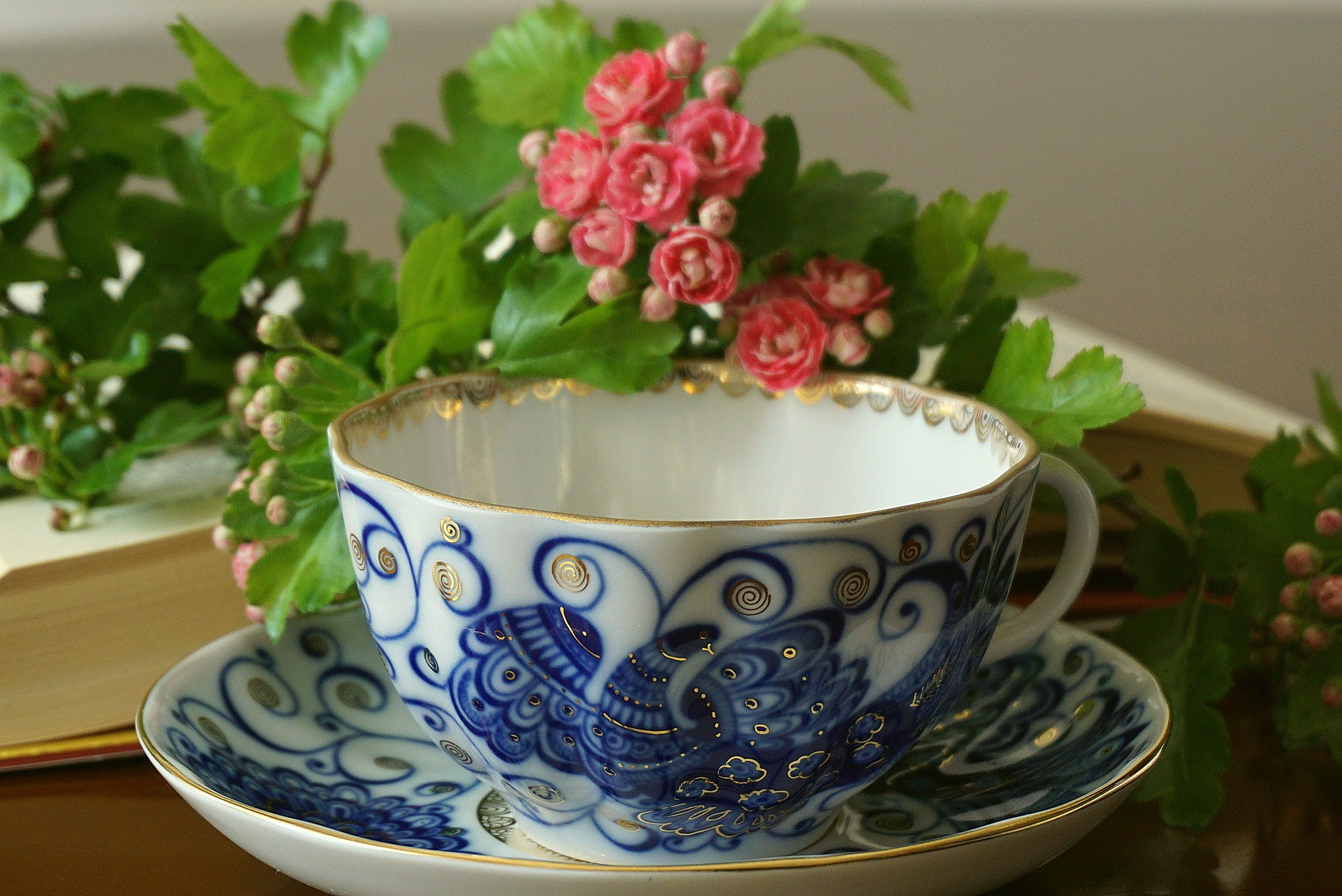 high tea cup chinese bule and white drinking