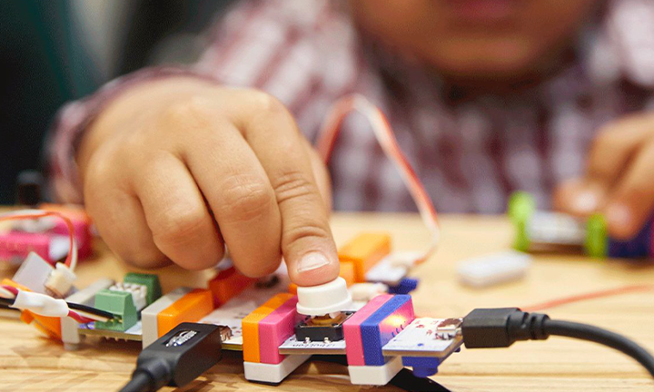 INTRODUCE STUDENTS TO CIRCUITRY WITH LITTLEBITS