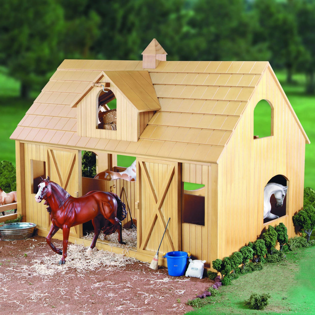 Breyer - Deluxe Wood Barn with Cupola - Quail Hollow Tack