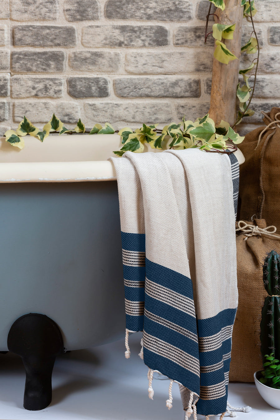 Ecru Linen and Cotton Turkish Bath Towel with Hand-knotted Fringes
