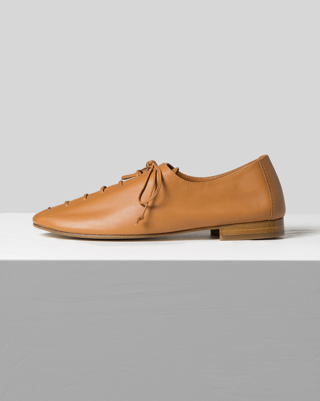 PLEGADA - Deconstructed Lace-up Pump